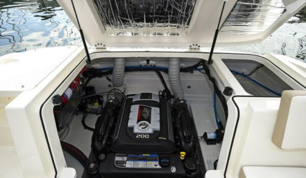 Bayliner VR5 Cuddy 11