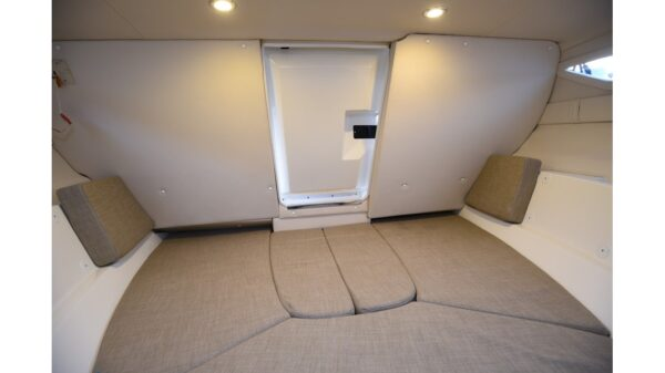 Bayliner VR5 Cuddy 10