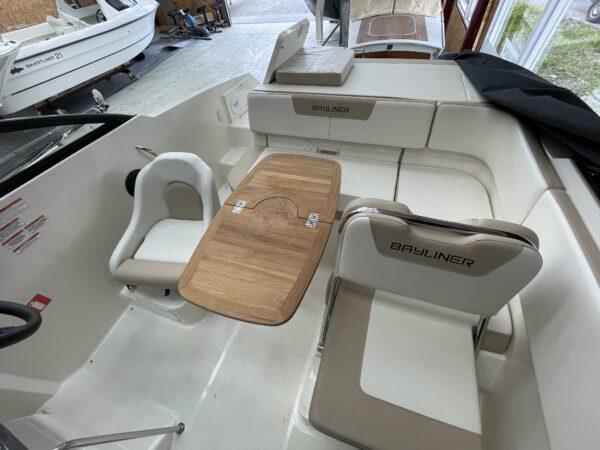 Bayliner VR5 Cuddy 2