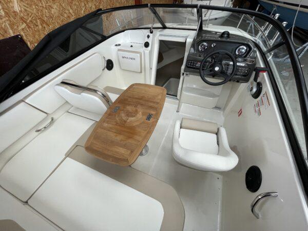 Bayliner VR5 Cuddy 3