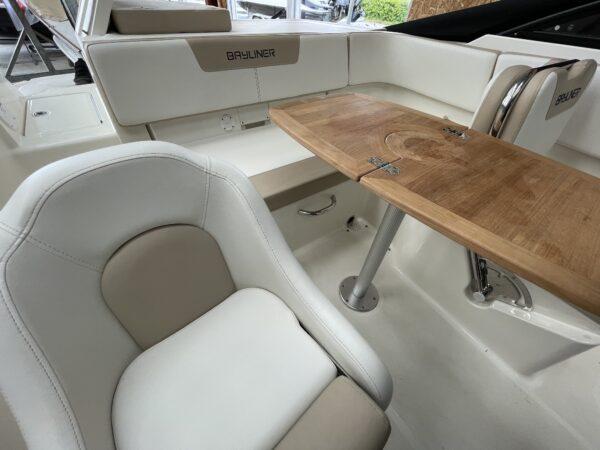Bayliner VR5 Cuddy 7