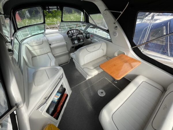 Monterey 302 Cruiser 9