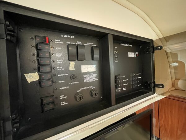 Monterey 302 Cruiser 27